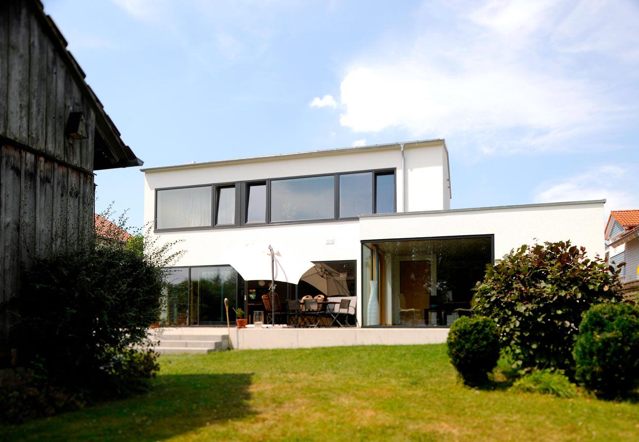 Einfamilienhaus_modern_Garten