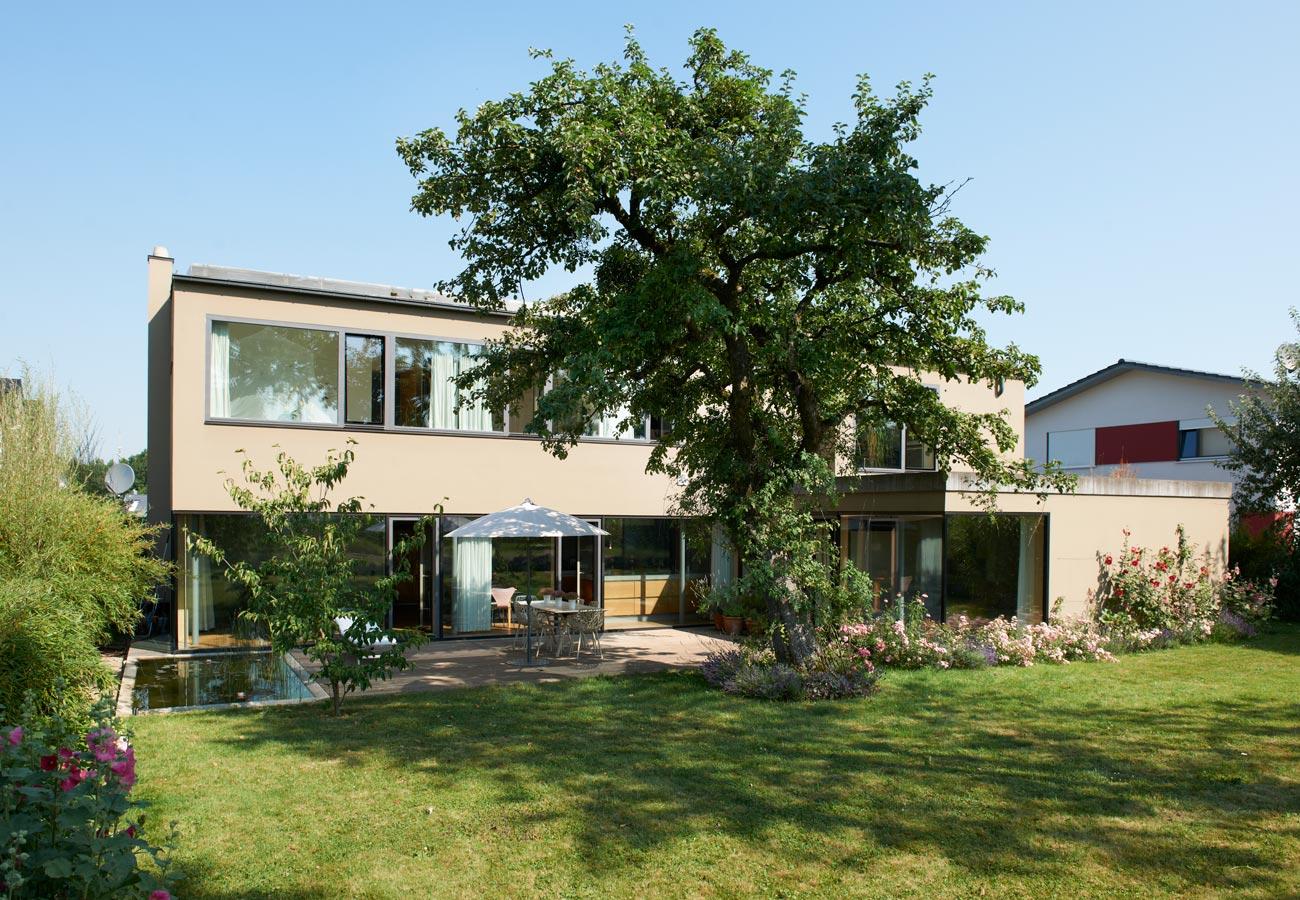 Architektur_Einfamilienhaus_Kleintobel_Garten_2