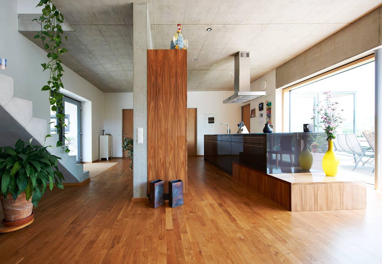 Innenarchitektur_Fasulo_Haus_Wilhelmsdorf_Eingangsbereich_offene_Kueche