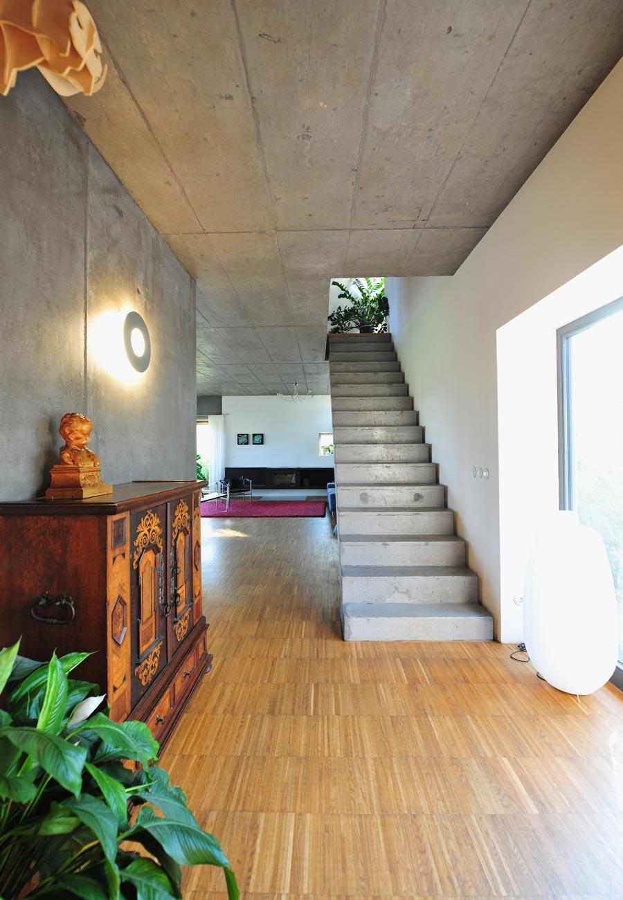 Innenarchitektur_Einfamilienhaus_Kleintobel_Treppe_Sichtbeton