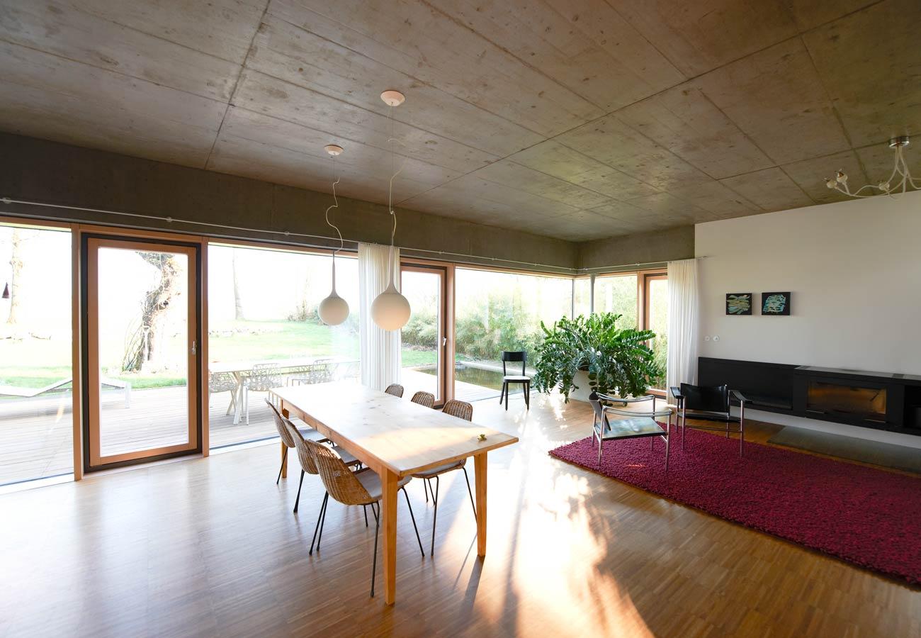 Innenarchitektur_Einfamilienhaus_Kleintobel_Ess-Wohnbereich