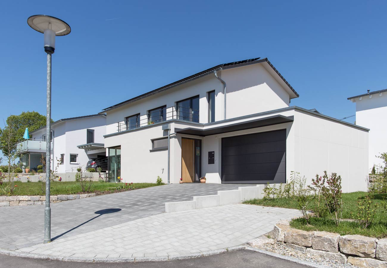 Einfamilienhaus_Immenstaad_Einfahrt_Garage