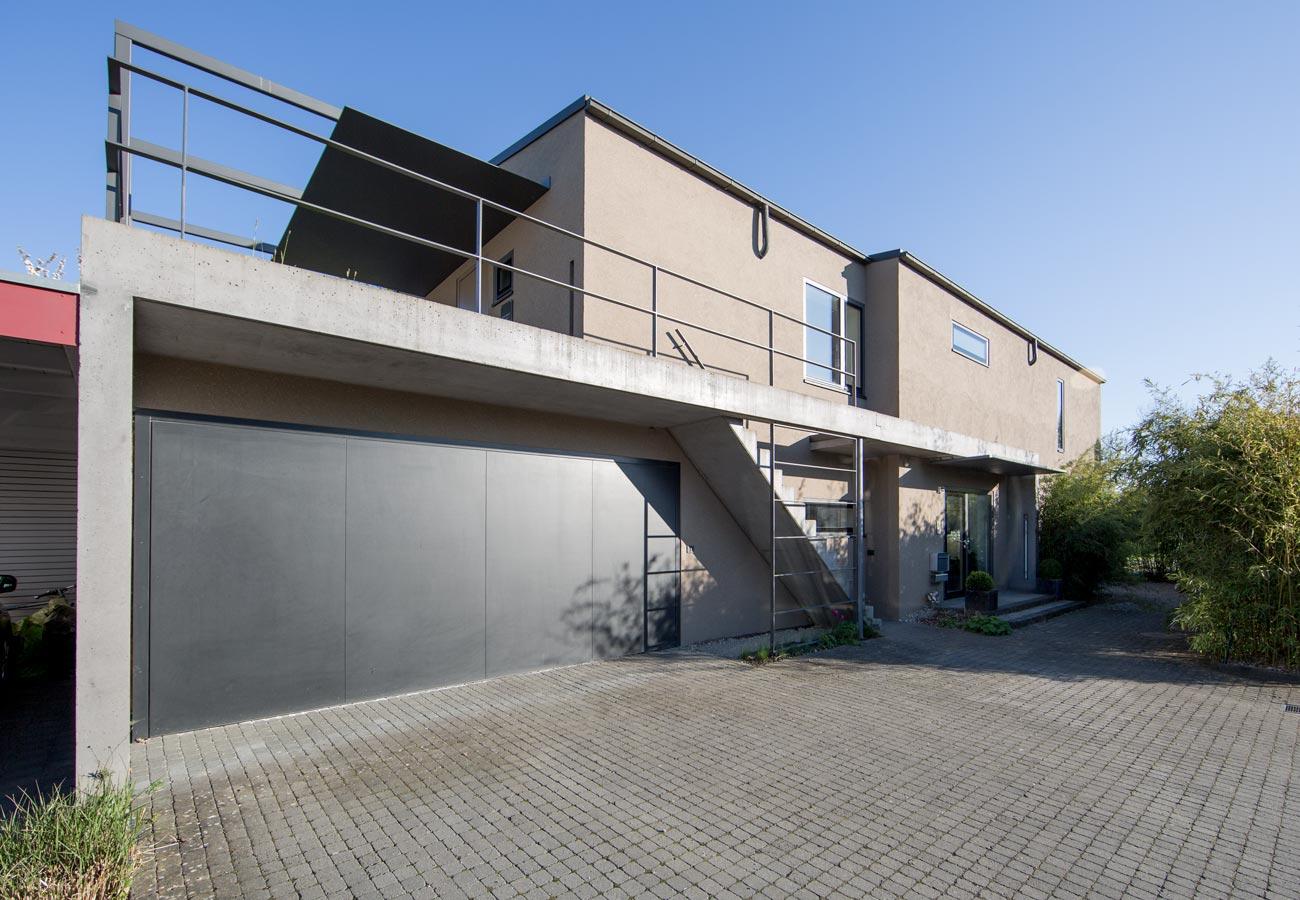 Einfamilienhaus_Kleintobel_Fassade_Garage