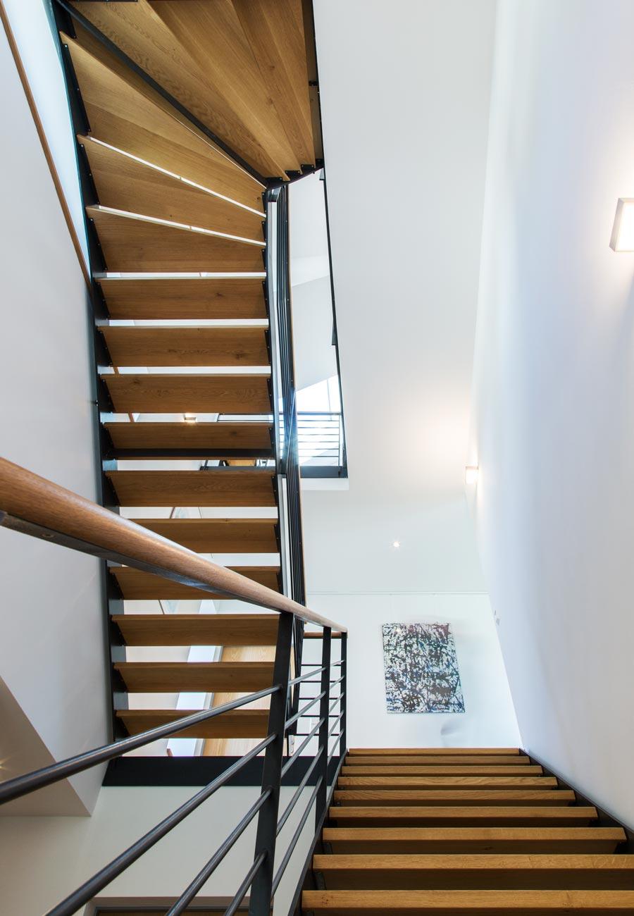 Innenarchitektur_Fasulo_Haus_Esenhausen_Treppe_Sicht_nach_oben