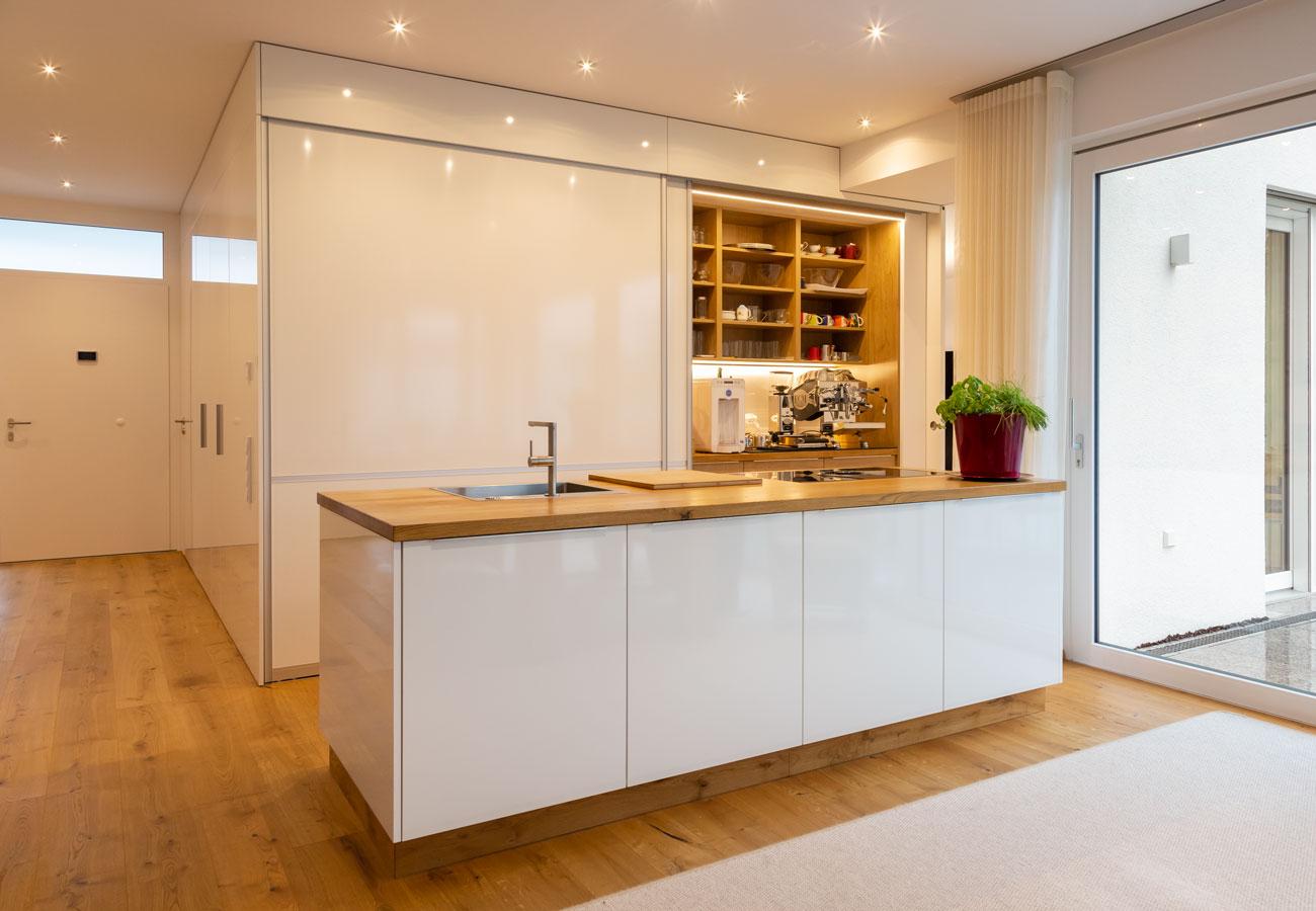 Innenarchitektur_Haus_Baindt_Kueche_Einbauschrank_offen