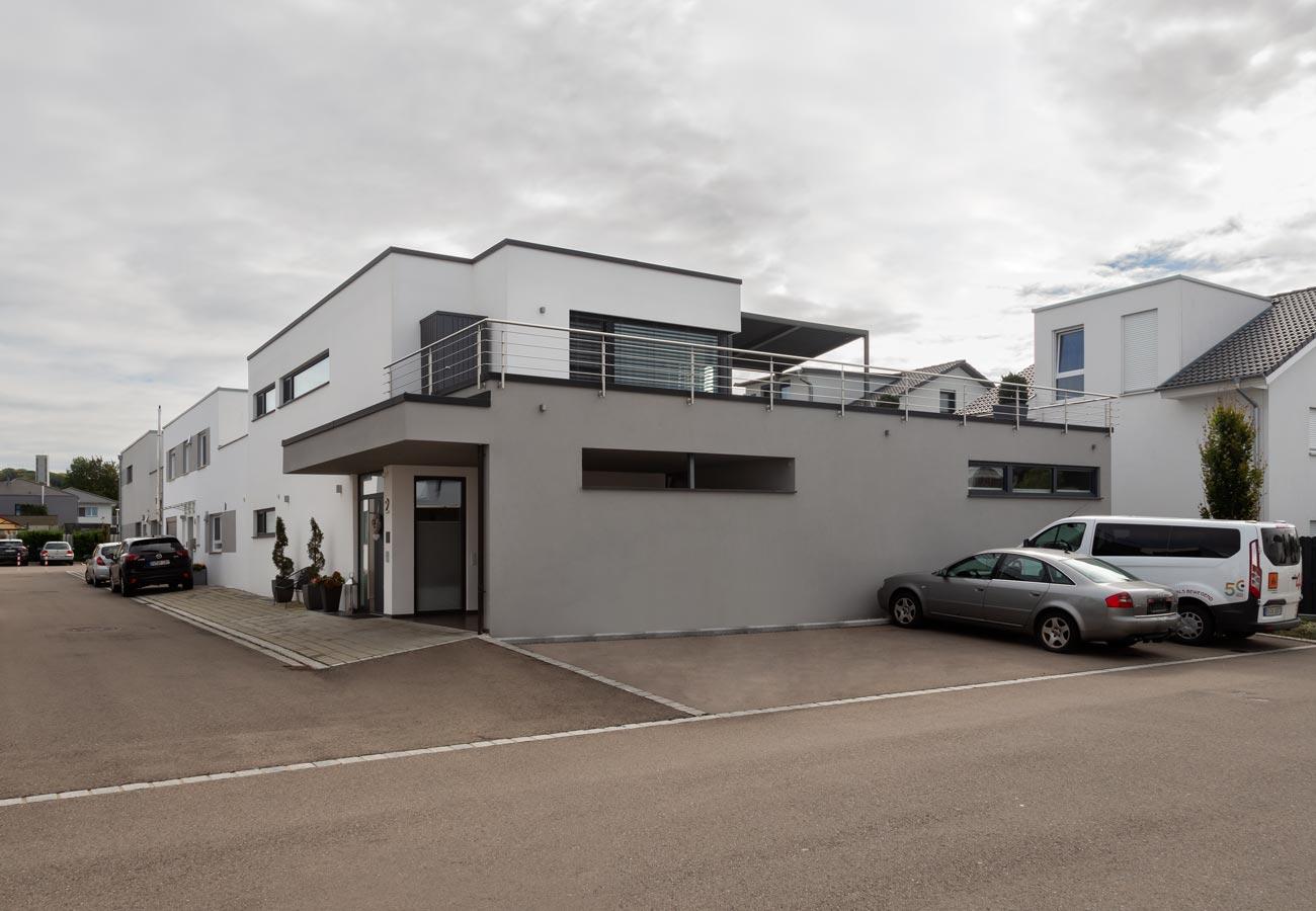 Architektur_Haus_Weingarten_Aussenansicht_Garage